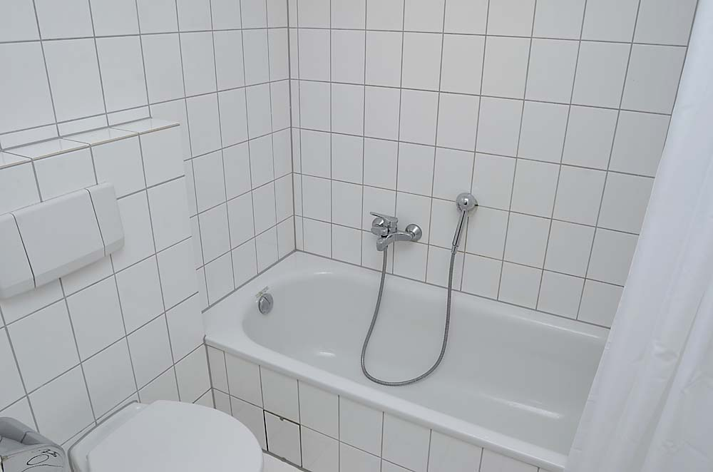 Apartment Hohenzollern bath